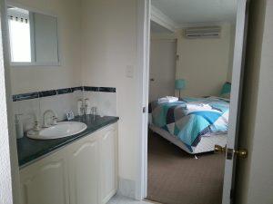 Room 5 Bathroom Palm Beach Bed and Breakfast Rockingham WA