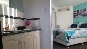 rockingham-bed-and-breakfast-accommodation-room-7-bathroom