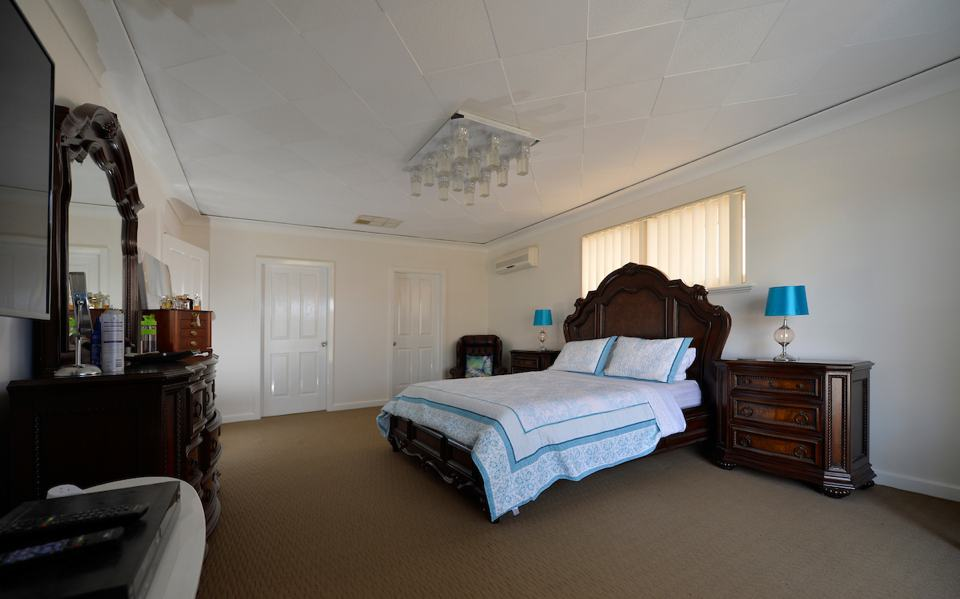bed-and-breakfast-accommodation-rockingham-palm-beach-room1